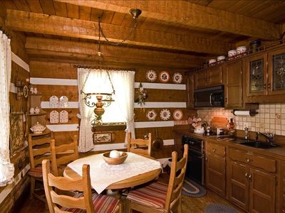 Evergreen Farm Cabin Fully Equiped Eat-in Kitchen