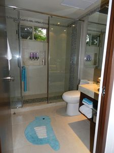 Bathroom Room 1 -communicates with hallway and private door to room