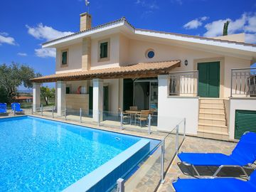 Villa Rhodia: Large Private Pool, A/C, WiFi