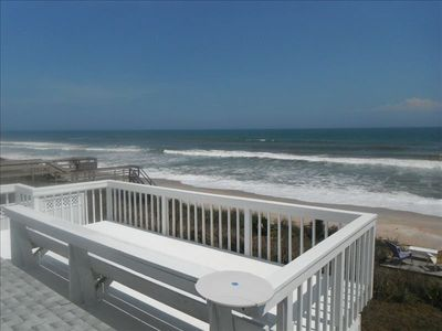 Upstairs deck facing ocean