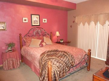 """THE RED ROOM"" - romantic queen bedroom - outside deck - private bathroom."