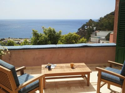 House to Ustica with its stunning views, two terraces overlooking the sea and a country side