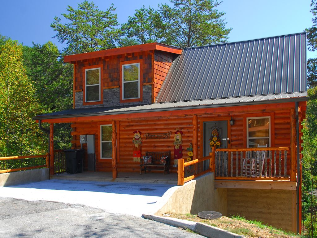 bear tales lodge luxury cabin pigeon forge vrbo