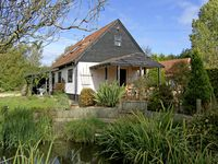 THE HAYBARN, pet friendly, with a garden in Necton, Ref 4368