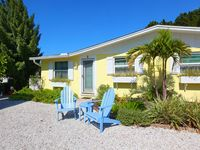 BoatHouse Cottage - N. end Anna Maria- steps to beach - Private Pool