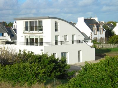 Home 10per; sea view; along the beach and rocks relaxation assured
