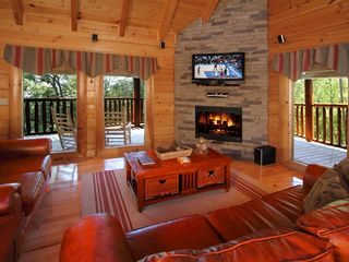 Pigeon Forge cabin photo - Family room with queen sleeper sofa, surround sound and 42 in LCD TV