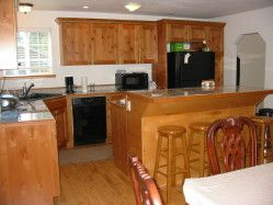 Large Kitchen w Dishwasher, Island cook area