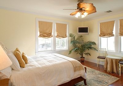 "2nd Floor Luxury 'Golden"" Bedroom in Main House offers  Queen Size Bed"