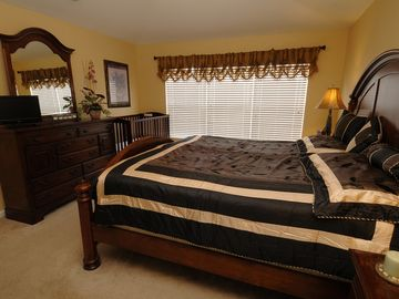 King Master Bedroom - Brand New King Bed with Flat Screen TV