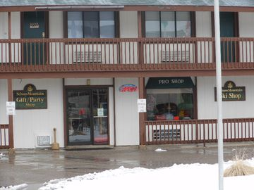 Gift shop, convenience store, pro shop in Schuss Village