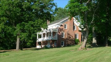 Accord house rental - 1840s three bedroom Greek Revival