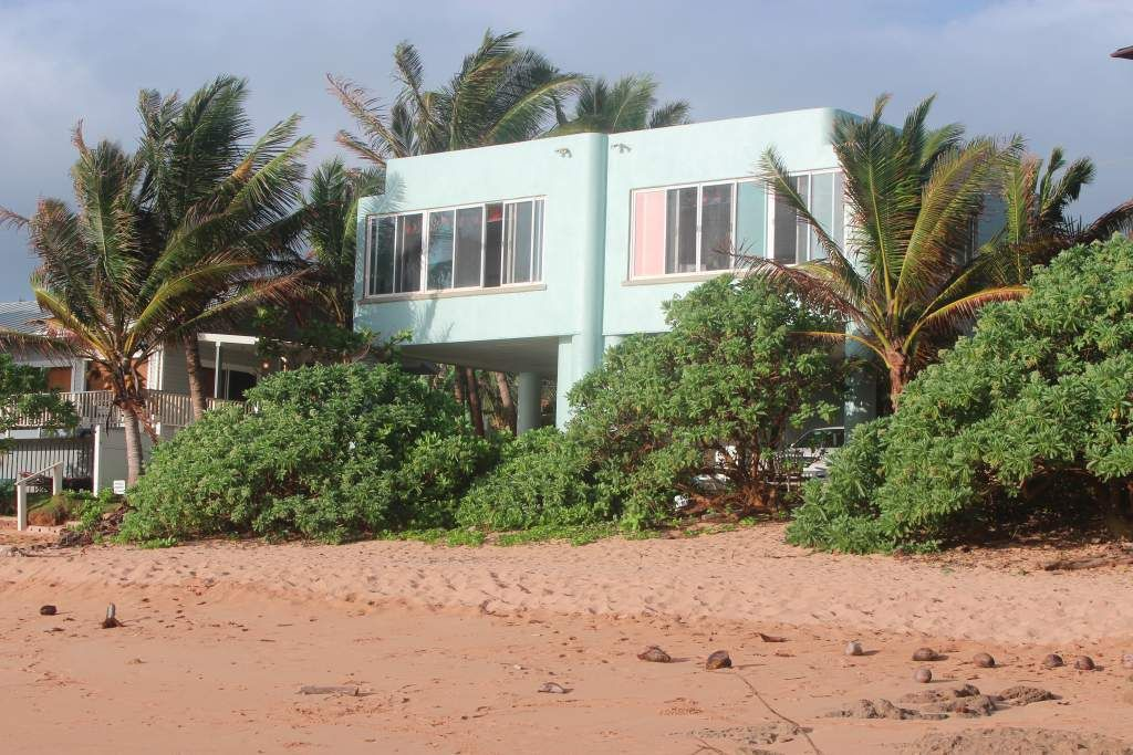 On Moloaa Beach! Spectacular  Oceanfront Home! From  $300/night, 2 Night min
