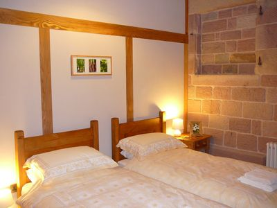 STABLES: Twin Bedroom with vaulted ceiling & beams