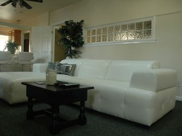 Paso Robles apartment rental - Living Room with alot of natural light