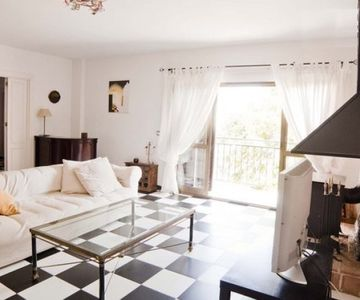 Beautiful house surrounded by the forest, a few meters from the beach (Cond. Closed)