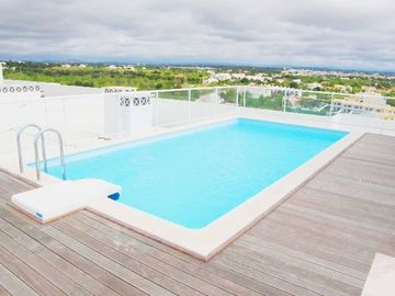 Roof top pool with great views