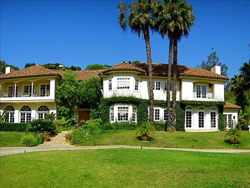Malibu mansion on celebrity street early vrbo for Malibu mansions for rent