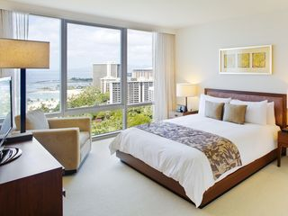 Honolulu condo photo - Master bedroom overlooking the ocean, features walk-in closet, and en-suite bath