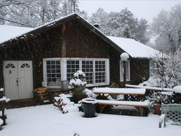 Julian farmhouse rental - Winter Wonderland at the Main Cottage