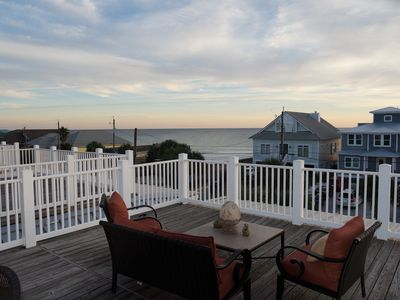 Enjoy relaxing and listening to the ocean from the large 3rd floor deck.