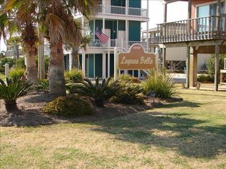 Gulf Shores townhome photo - Beautiful Landscaped entrance
