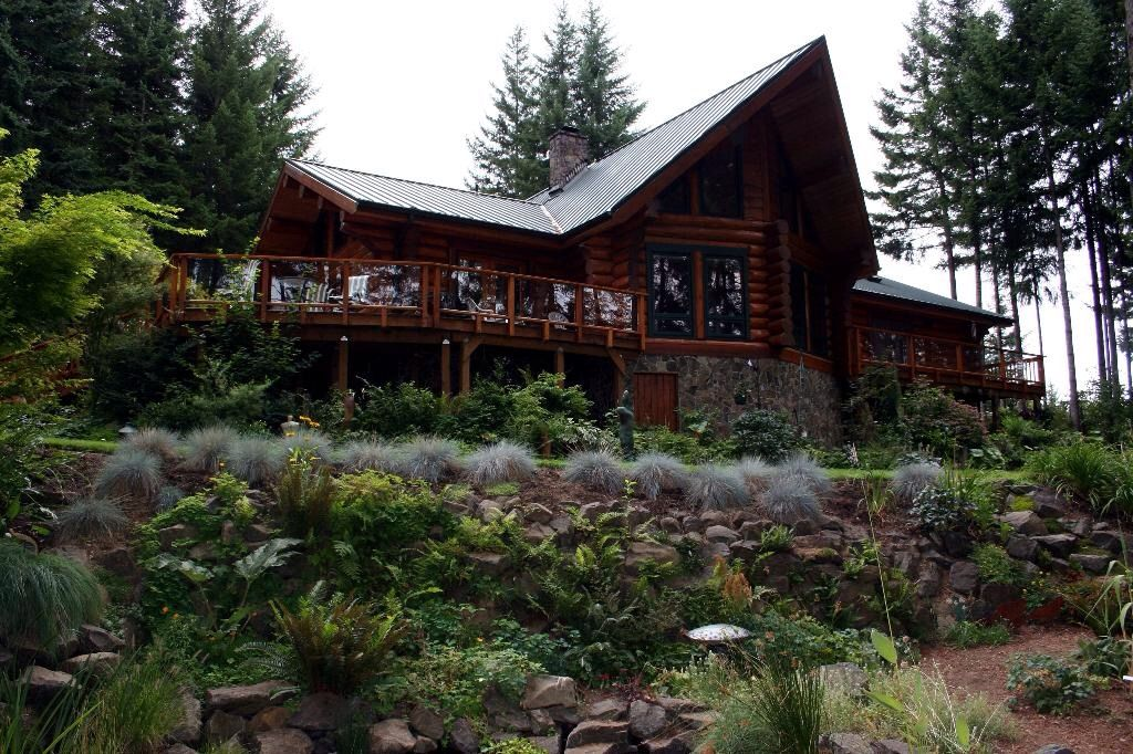 Cabin log home horse amenties trails hiking fishing for Cabin rentals near hiking trails