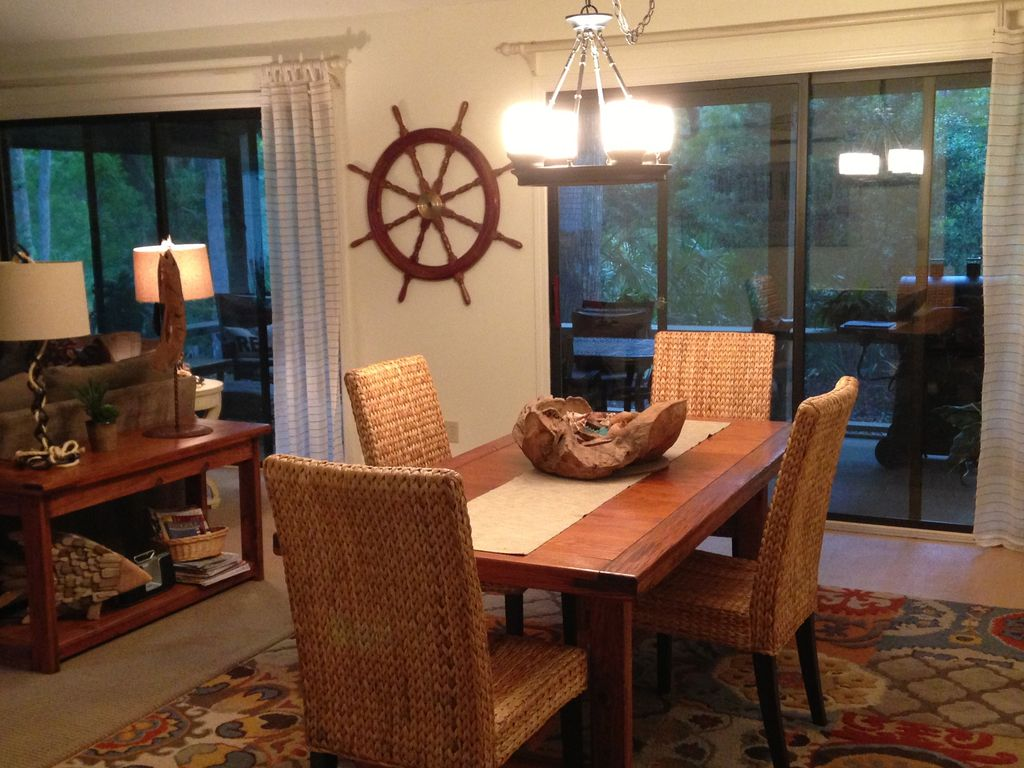 Spotless near beach screened porch private vrbo for Restaurants with private rooms near me