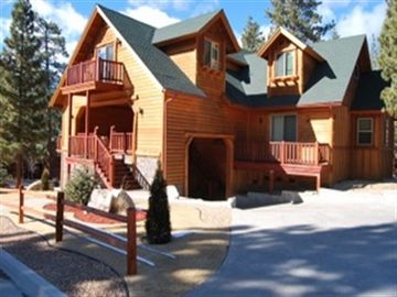 Eagle Mountain Estates chalet rental - Circular Drive , Lots of Parking ! Newly Landscaped
