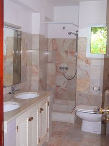 One of the bathrooms of Vila Jasmin