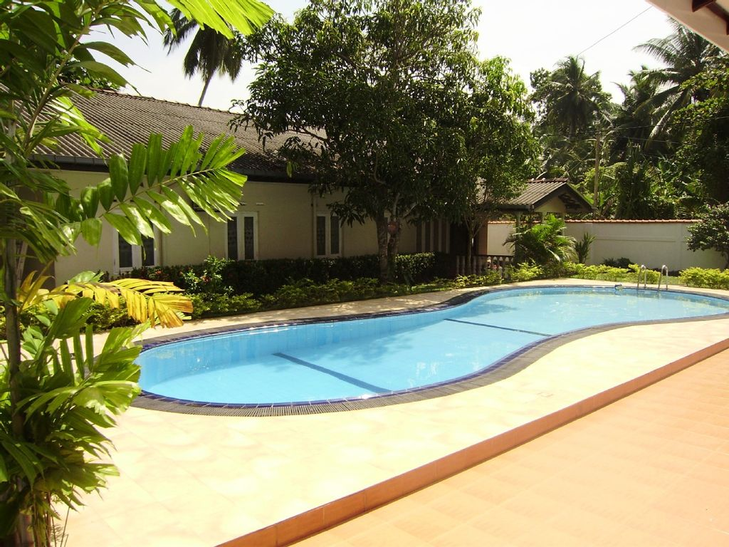 5 bedroomed holiday bungalow with swimming homeaway for Garden pool bungalow