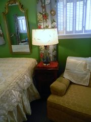 Seven Springs cottage photo - Old-fashioned frizze chair