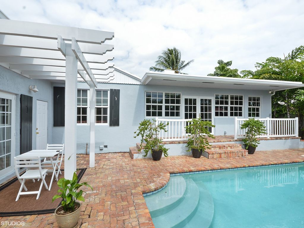 Key West Style Backyards : Old Key West Style Home in the Historic District of Delray Beach