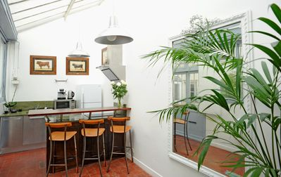 4th Arrondissement Pompidou Le Marais house rental - kitchen with bar