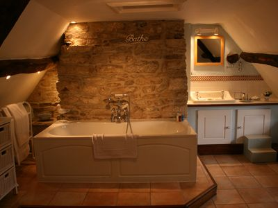 Corfe Castle cottage rental - Main bathroom