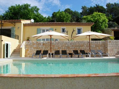 A villa in old Provencal style with infinity pool, 4 large terraces and cabanon