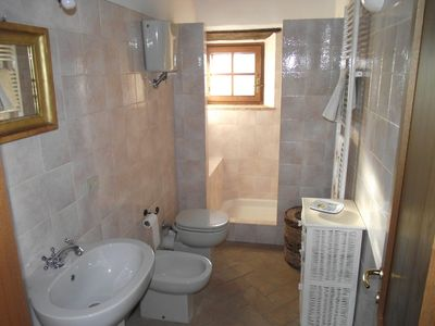 Castelnuovo Berardenga villa rental - Master bedroom: ensuite bathroom