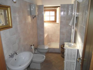 Master bedroom: ensuite bathroom