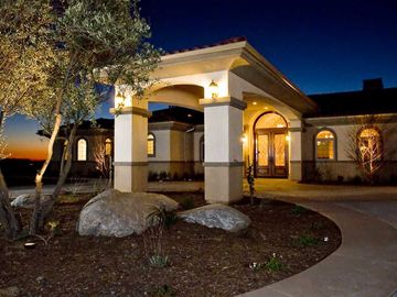 Temecula estate rental - Circular Driveway and Portico