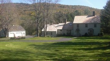 Killington house rental - Front View From Stage Road Easy Access