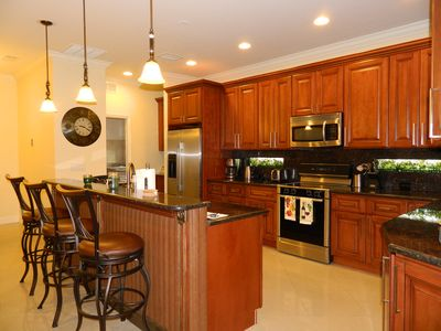 full kitchen with breakfast bar