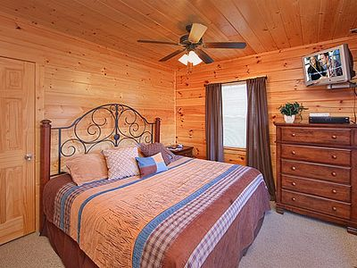 Pigeon Forge cabin rental - King Size Bedroom #4 Lower Level