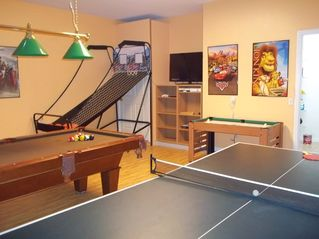 Windwood Bay villa photo - Games room with basket ball, TV, Xbox Kinect, pool, min air hockey, t/tenns,ex/m