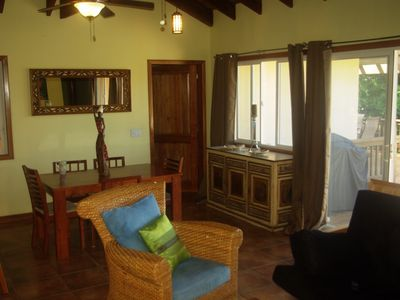 Roatan house rental - dining area