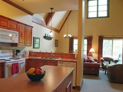 Mont Tremblant condo rental - Kitchen and Breakfast Bar