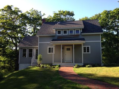 Cozy cottage on the water not far from Freeport shopping and restaurants!