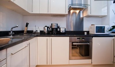 City of London Financial District apartment rental - Flat 1 - Modern Kitchen with dishwasher