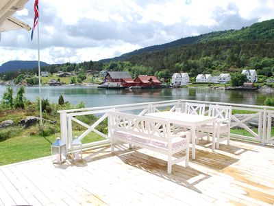 Idyllic summer house in Hardanger (Ølve) just off the beach. Price NOK 9500 /w