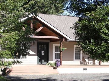 Coos Bay chateau / country house rental