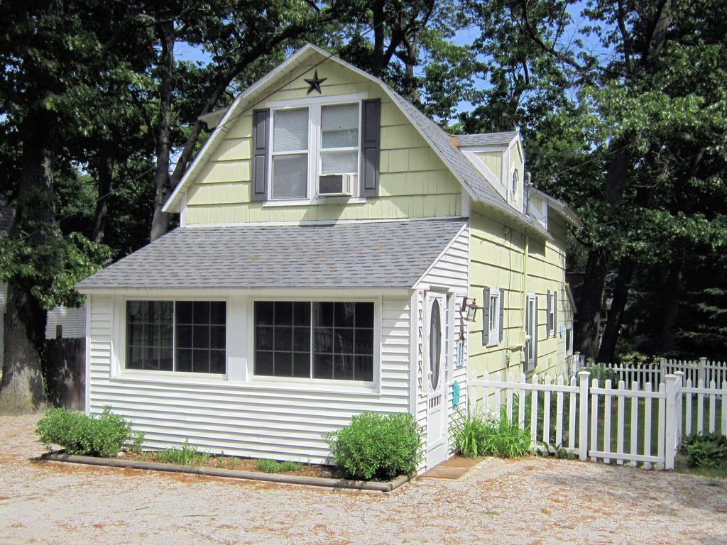 Vacation rental cottage in spring lake mi vrbo for Vacation cottage